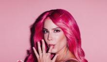 Macaristan asıllı şarkıcı Halsey saçlarını kazıttı