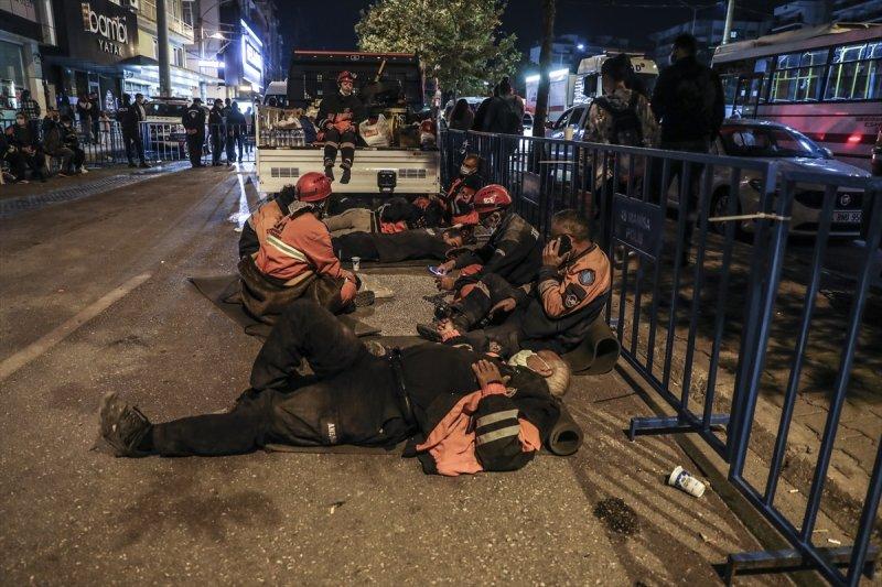 İzmir 30 Ekim günü 6.6 şiddetindeki depremle sarsıldı.